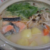 和風カムジャタン♪ ホクホクじゃがいもと鮭で豆乳ごま味噌鍋