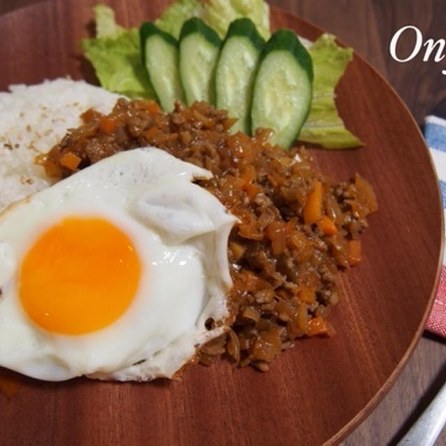 【簡単カフェ飯】挽肉と玉ねぎの甘辛丼