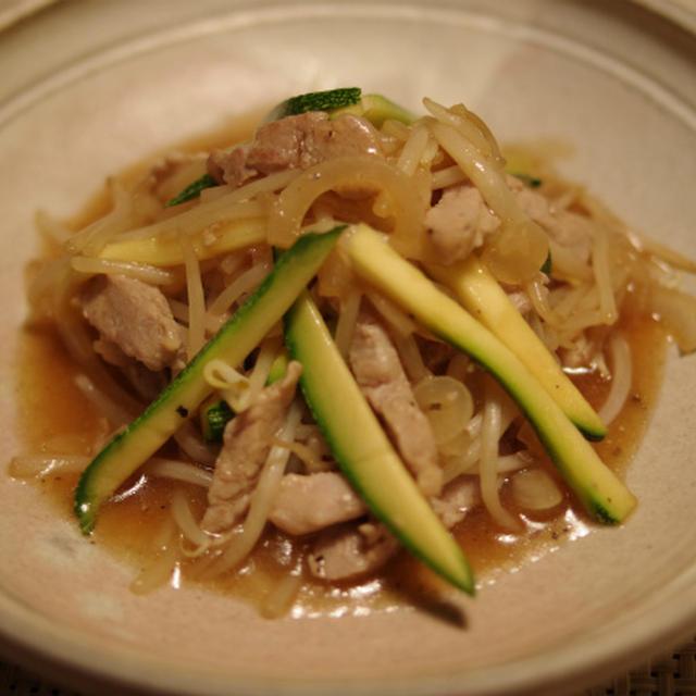 豚ヒレ肉ともやしの炒め物