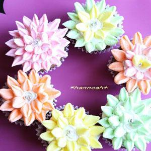 母の日のプレゼントに!お花モチーフの可愛らしいカップケーキはいかが?