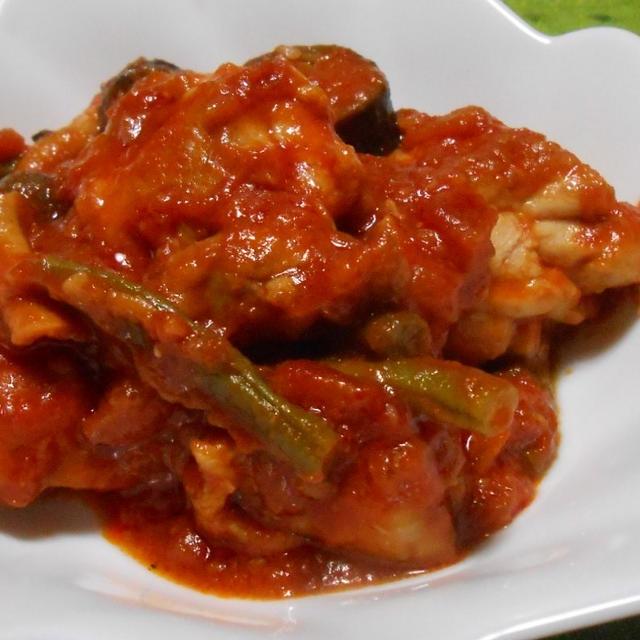 「基本のトマト」缶で作る「チキンのトマト煮」