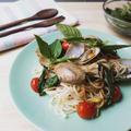レシピ☆簡単ヘルシー!貝とタイバジルのライスパスタ สปาเก็ตตี้หอยโหระพา