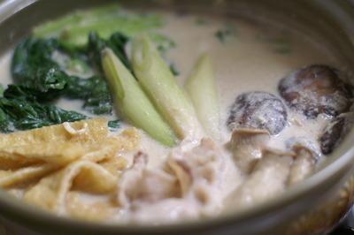 小松菜と豚バラ肉の豆乳鍋(レシピ)