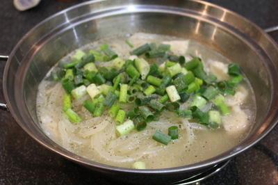 あのお店のタッカルクッス(韓国風鶏スープ麺)を真似て