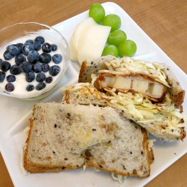 蓮根カツで沼サンの朝食 と またまたざるそばのお昼ご飯♪
