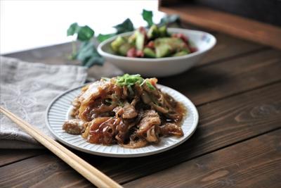 ご飯に合う♡シャキシャキれんこんと薄切り豚バラの生姜焼き