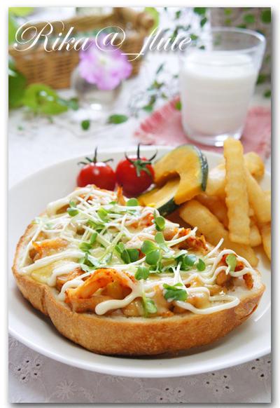 チキンの照り焼きとキムチのチーズトースト