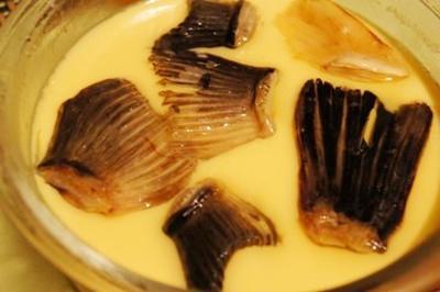 河豚のひれ酒茶碗蒸し、荒巻鮭とじゃがいもの燻製マスタードサラダ、自家製2種のらっきょう
