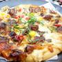 生地と出会ってからいくつもの具材を重なりあわした はちきれるほどの和風照り焼きチキンピザ by ウエルキッチン