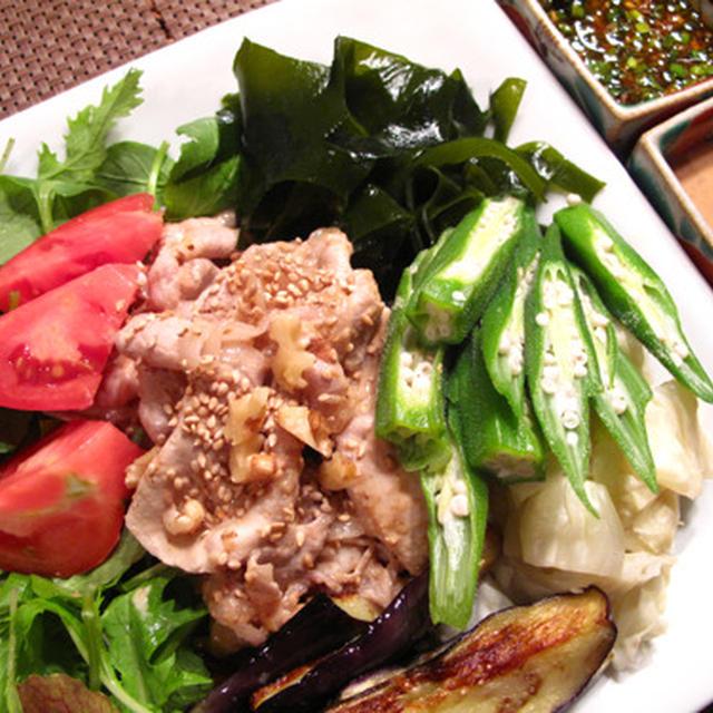 暑い日の簡単料理:2種類のタレで食べる野菜たっぷり豚しゃぶ