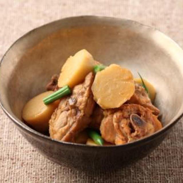 【11月の旬野菜レシピ】ガッツリ食べたい♪サトイモと骨付き鶏肉の中華風煮物