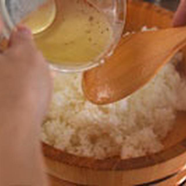 すし酢の割合さえわかれば、2合でも、3合でも好きな分量で作ることができます。 市販の甘ったるいすし酢ではない、美味しいすし飯のレシピです!