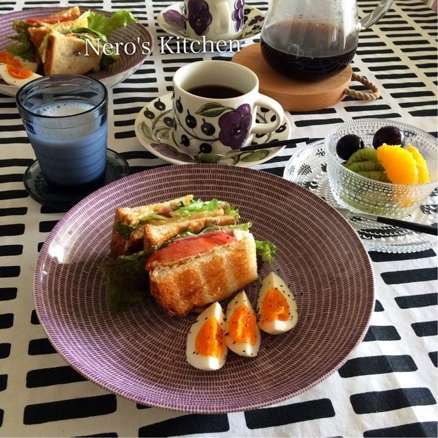 サンドイッチとフルーツで朝ごはん♪