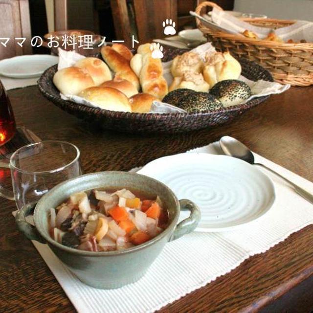 プチパンバイキングのランチテーブル♪パンのレシピです