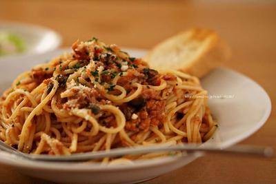 ツナとケッパーとオリーブのトマトスパゲッティ。