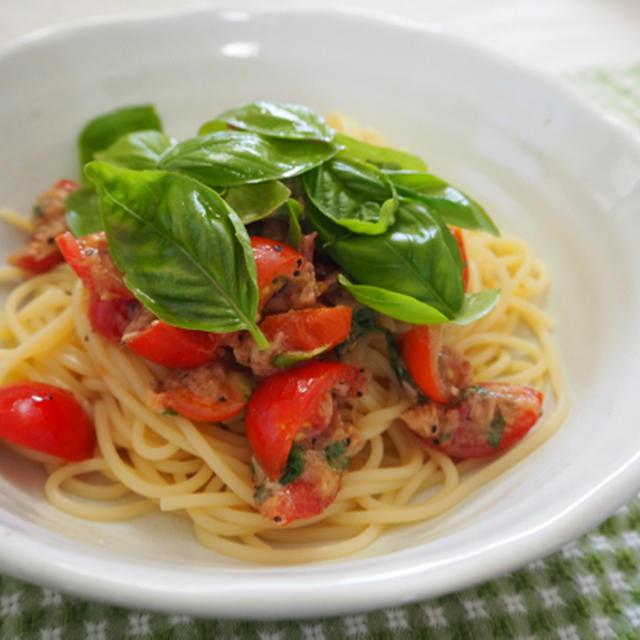 暑い夏にぴったり! ツナ、トマト、バジルの冷製パスタ