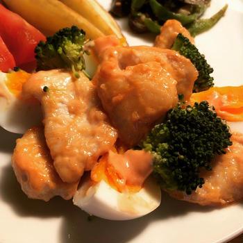 鶏むね肉のオーロラソース