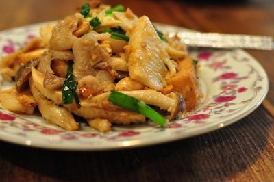 筍、厚揚げと豚肉の味噌ピーナッツソース炒め