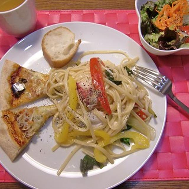 真たらとたこのレモン風味のパスタ&ピザ2種&サラダの定食♪
