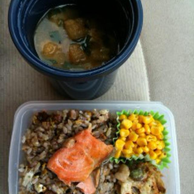 角煮雑穀炒飯と豚汁のおべんとう