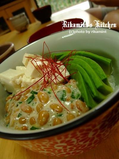 塩麹豆腐とアボカドの納豆丼