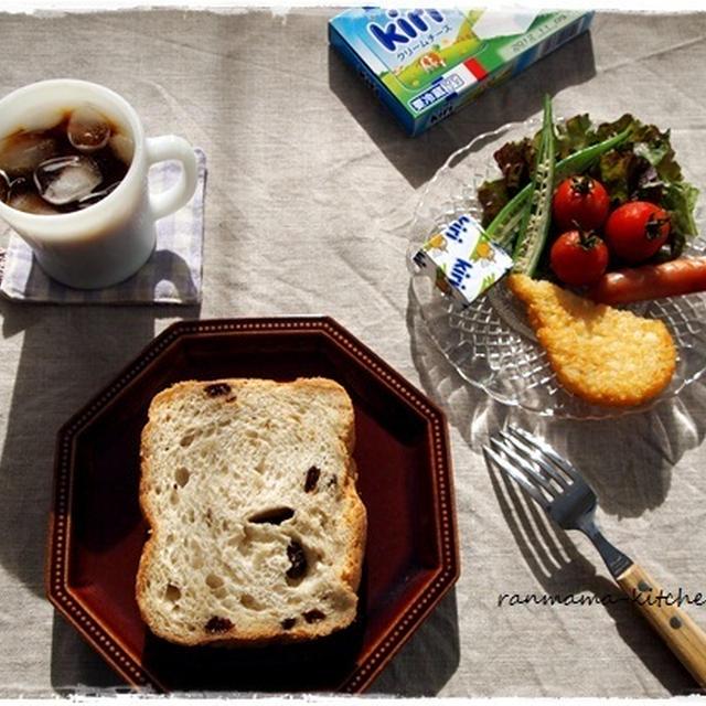 焼きたてレーズンパンで朝ごパン♪
