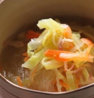 夜食にオススメ♪しょうが風味の春雨スープ