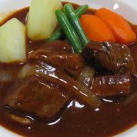ビーフシチュー<牛肉の煮汁も加えます>