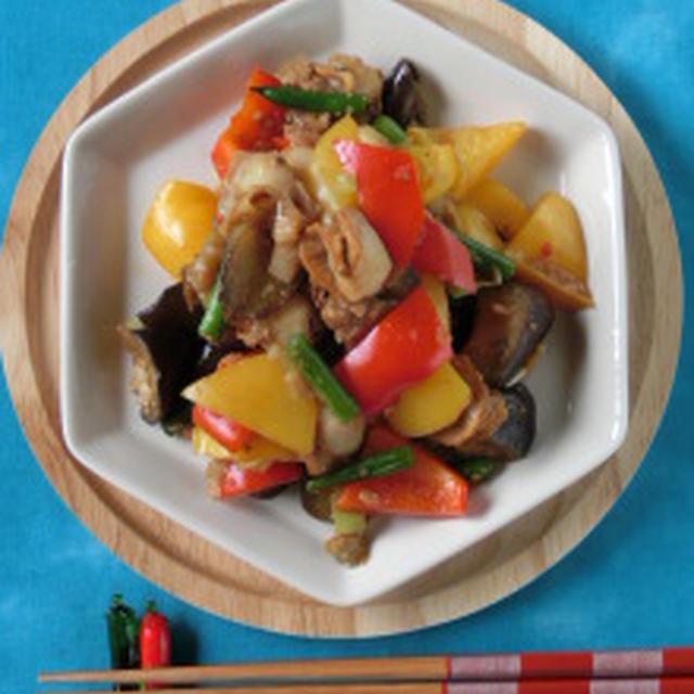 彩り鮮やかで食欲倍増☆カラフル夏野菜とホタテのピリ辛醤油麹炒め