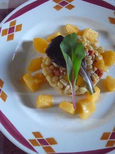 ビストロの再現「麦と桃とチョリソーのサラダ」