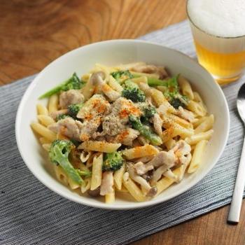 メシ通!鶏むね肉のクリームパスタ、筋トレ後の昼飯レシピ