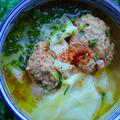 クミン団子とワンタン皮入りターメリックスープ