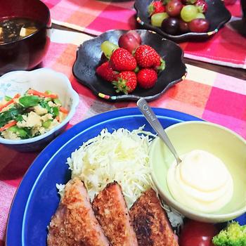 高校生ともなると、パパとも対等!? & 食べごたえ満点!超分厚いハムカツ de 夕食。