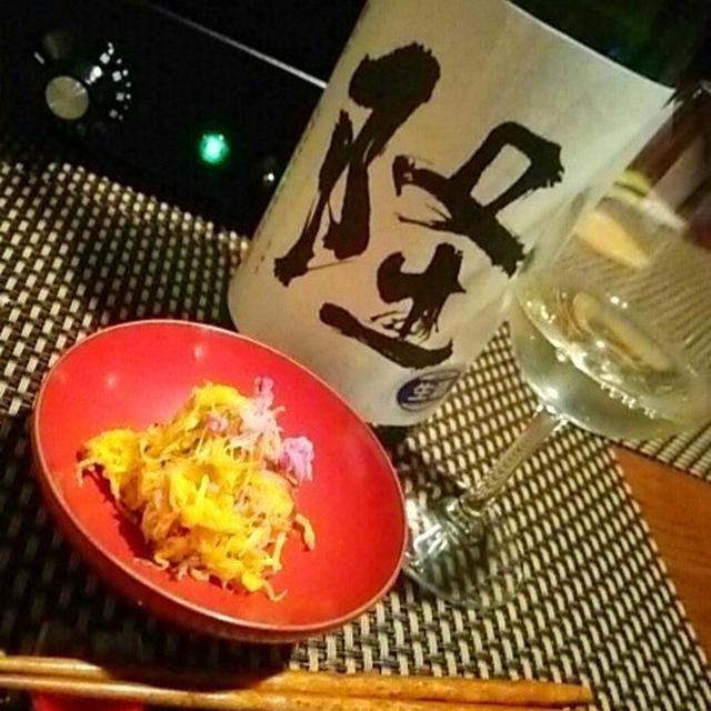 2色菊の梅酢和え、もって菊豆腐、ニシンの菊花寿司、秋刀魚の燻製セルクル仕立てで日本酒フルコース