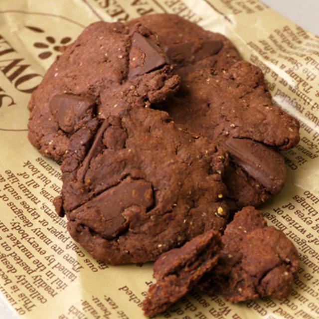"Wチョコチップビタークッキー。 ""板チョコ1枚で簡単おやつ"""