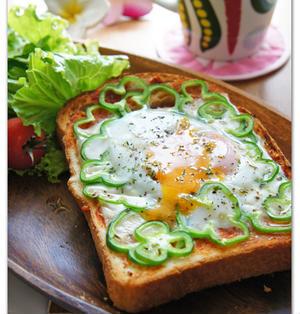 とろ~りチーズと目玉焼き朝ごパン