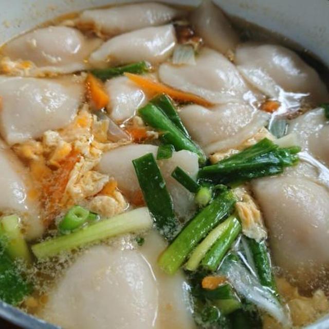 体温まる餃子スープのレシピ。韓国で人気のマンドゥクッ♪冷凍餃子で簡単に