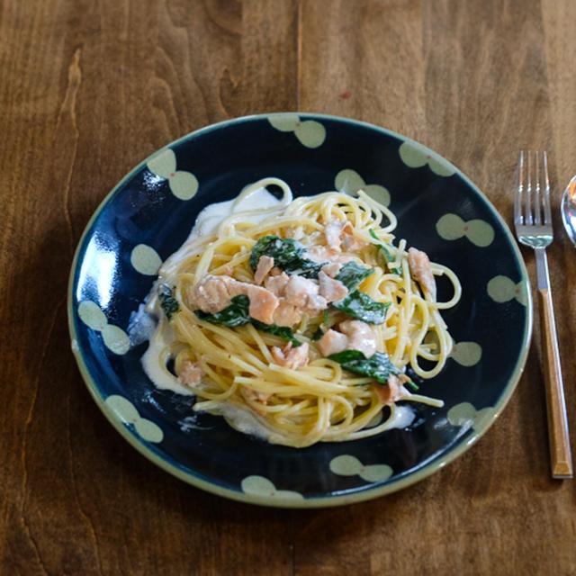【レシピ】サーモンとほうれん草のブランデークリームソースパスタ 。おいしさの秘密は…