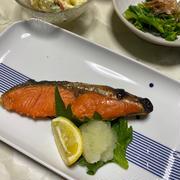 鮭の塩焼きの夕飯と今日のお弁当