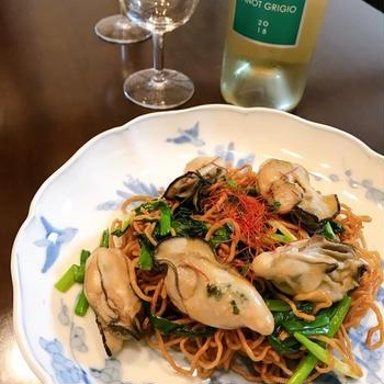 牡蠣のコンフィで冬の焼きそば「香港風炒麺」。