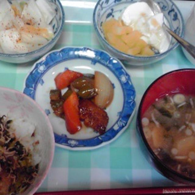 今朝の自分ご飯、里芋と大根の葉っぱの味噌汁美味しかった♪今朝もちゃんと食べました。