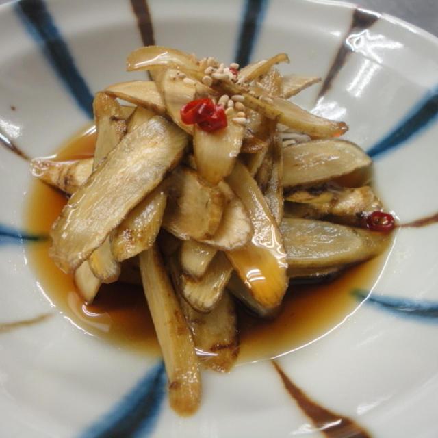 今日は食感☆ごぼうのハリハリ醤油漬け  c/w 猫。