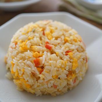 カニカマと卵のコク旨ねぎ塩炒飯