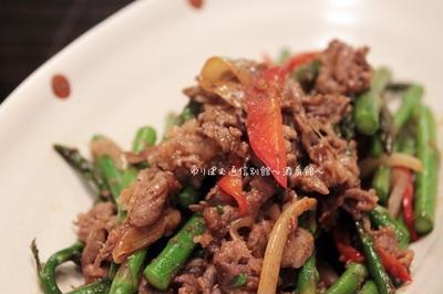 牛肉と細アスパラの醤油麹炒め、花椒風味。