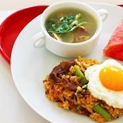【夏のスタミナアップレシピ♡】牛肉と小松菜のピリ辛チャーハンのワンプレートのレシピ♡