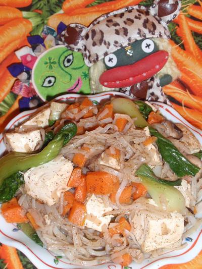 豆腐とチンゲン菜の焼ビーフン&水菜のじゃこ胡麻サラダ(お家カフェ)