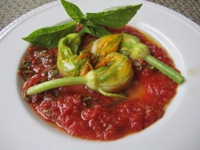>ズッキーニの花のファルシ トマトソース添えなど by Mchappykunさん