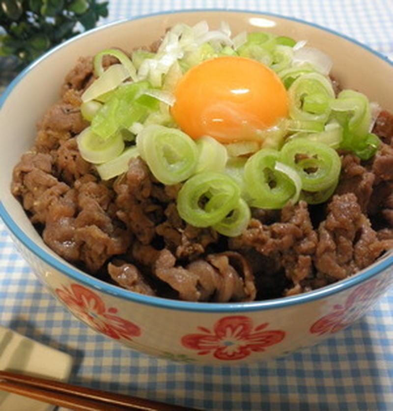 残暑に負けない!ボリューム満点スタミナ「焼肉丼」レシピ