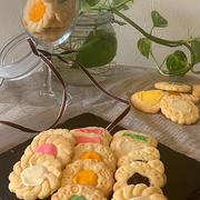 小学生レッスンの試作品を焼いてみました!!チョコレートをトッピング・・カラフル型抜きクッキー