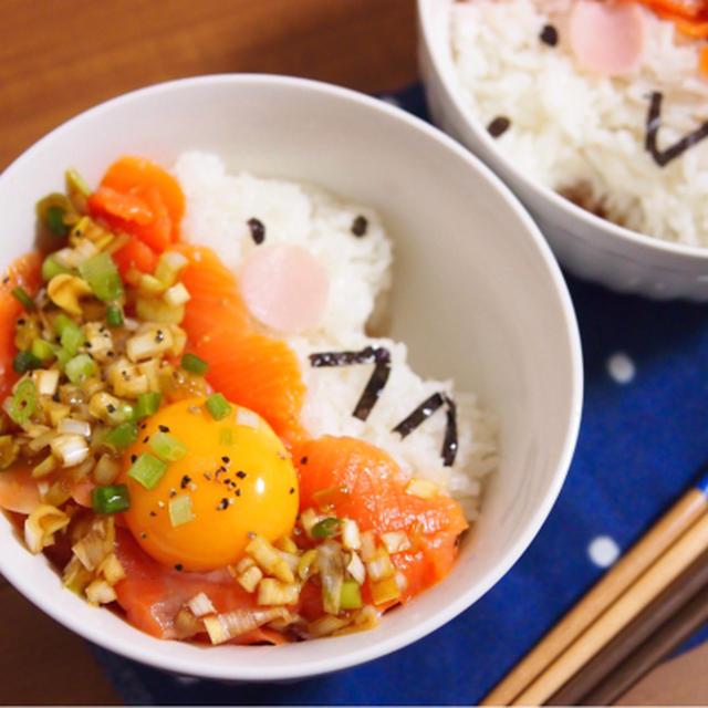 簡単朝ごはん!祝100匹目☆スモークサーモンの特製ねぎダレ丼で「ハリネズミ丼」